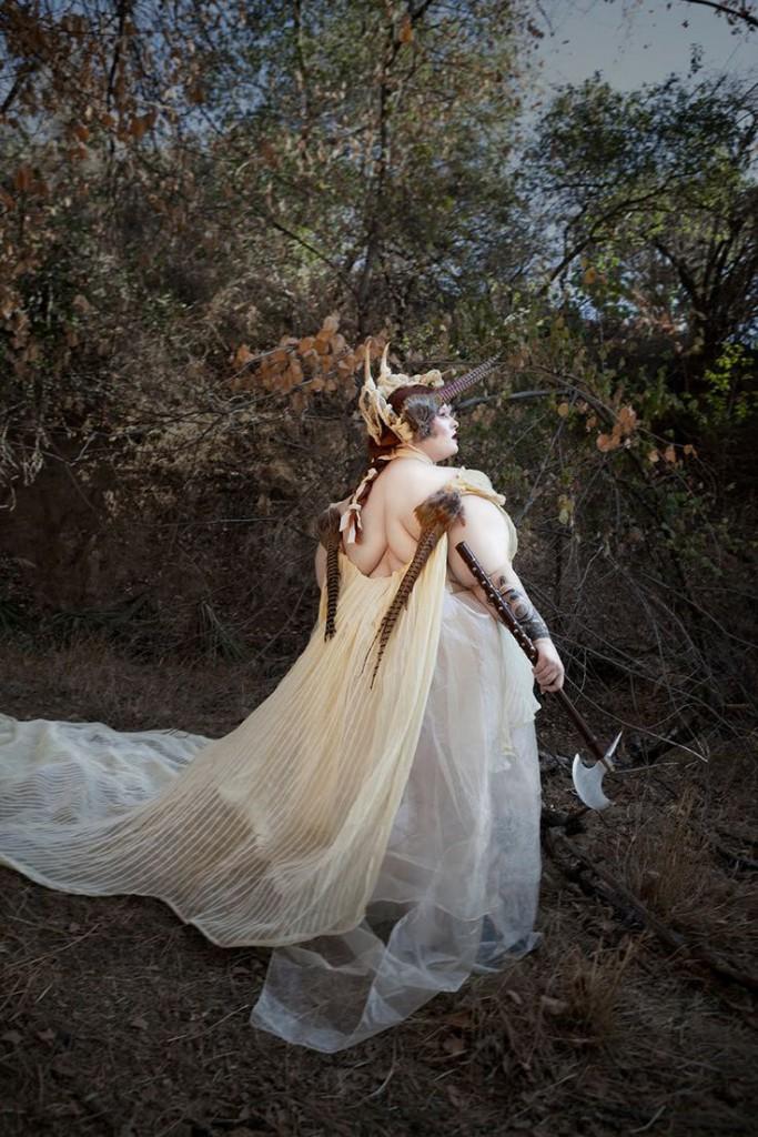 Tess Munster als antike Kriegerin