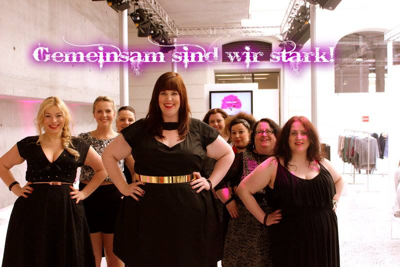 Bloggerinnen und andere Fashionistas, vereint durch Kurvenkraft: Foto (c) Tanja Marfo, Kurvenrausch Hamburg