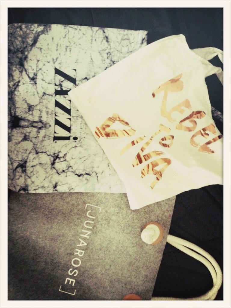 Gooddies bags: Neopren-Shopper von Zizzi, Filztasche von Junarose, und Rebel to-Diva-Stoffbeutel von S.Oliver