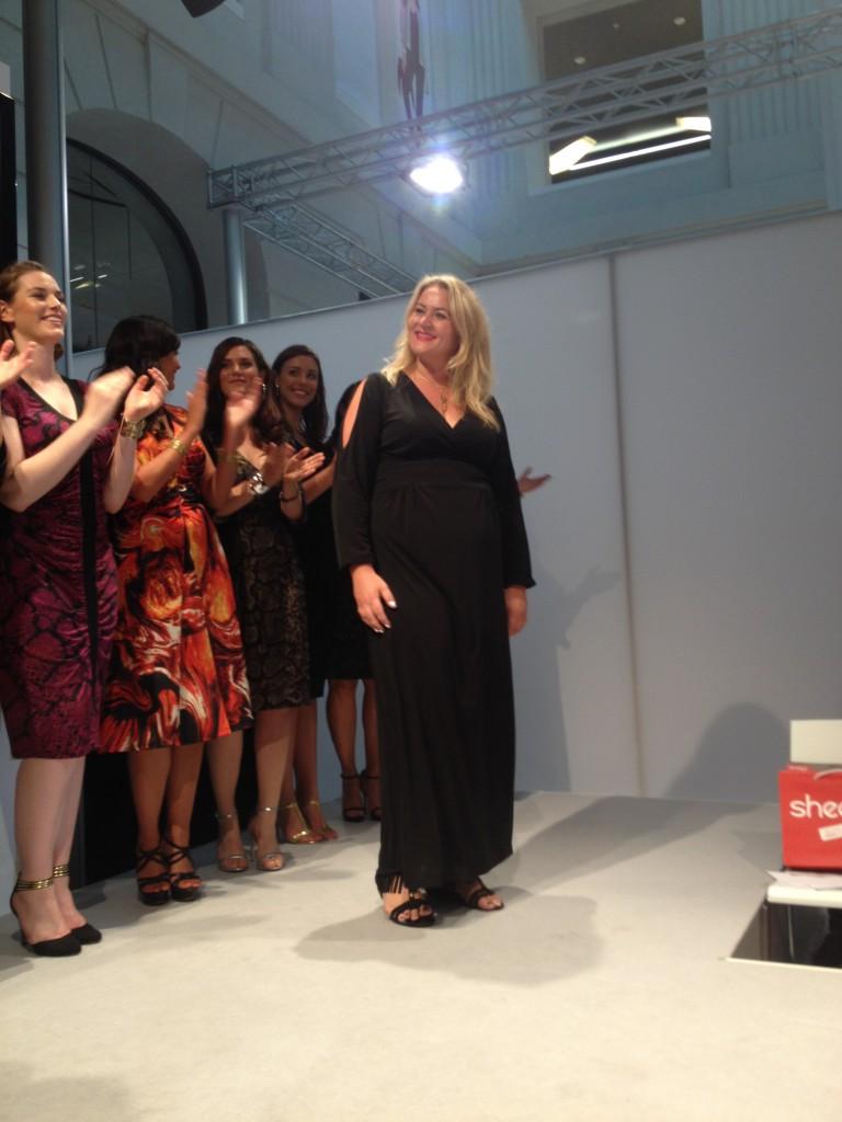 """Anna Scholz und """"ihre"""" Models – das schwarze Kleid würde mir sicher auch stehen …"""
