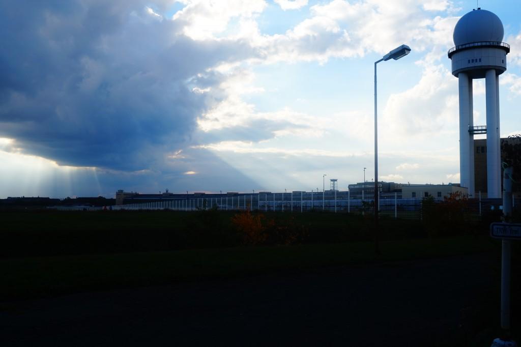Flugfeld Tempelhof, neue Kamera, dramatischer Himmel …