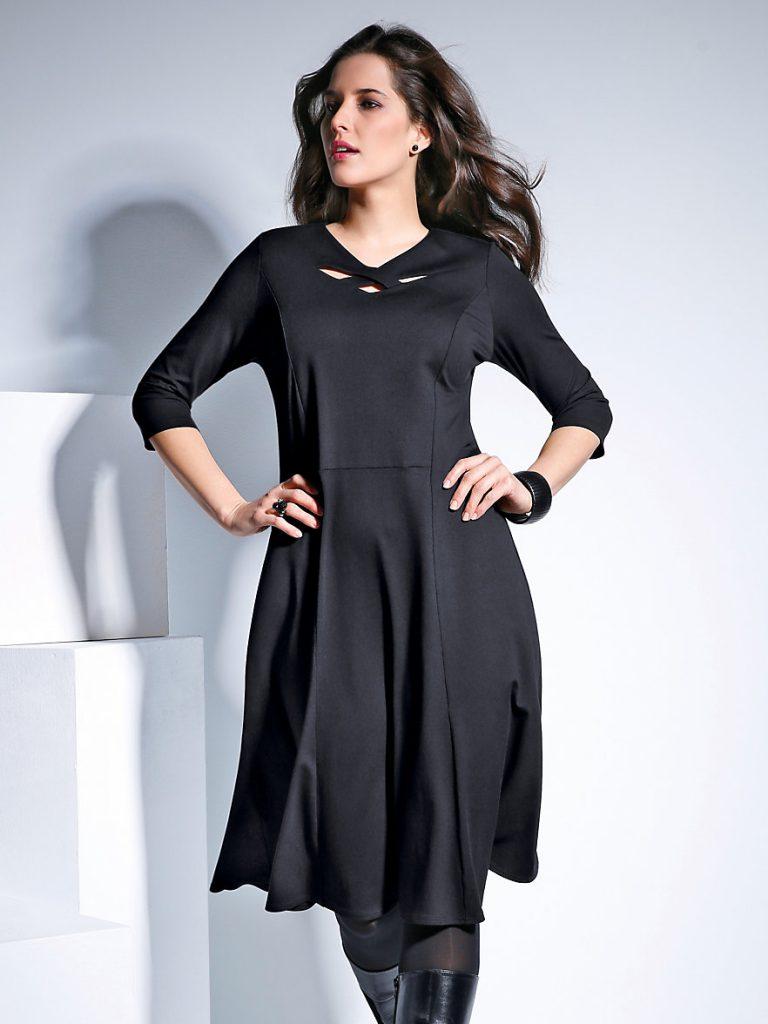 Schöner asymmetrischer Saum bei diesem Doris Streich-Kleid